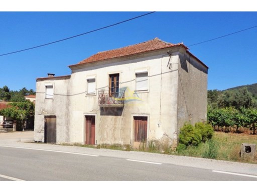 Large stone property located between the towns of Miranda do Corvo and Espinhal in the district of Coimbra.  | 5 Pièces