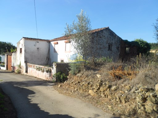 Nice detached property with stone walls, adega and land situated in a quiet village close to the town of Vila Nova de Poiares.  | 2 Bedrooms | 1WC