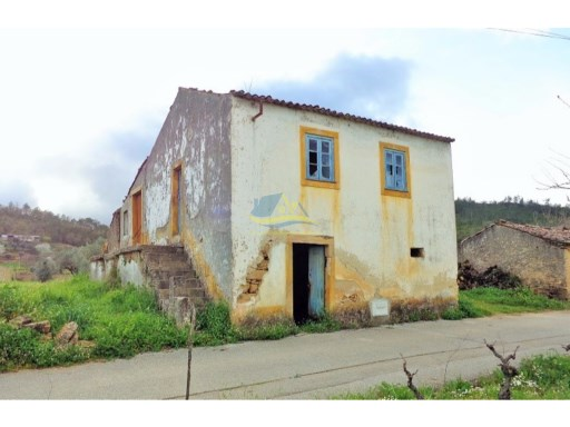 Detached stone farmhouse with approx 1000m2 of flat arable land in a village between the towns of Penela and Miranda do Corvo.  | 3 Pièces