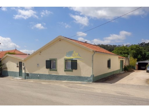 Two detached bungalows located in the centre of a quiet village not too far outside of the town of Vila Nova de Poiares in the district of Coimbra.  | 6 Bedrooms