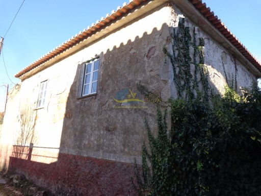 Detached 2 bedroomed property with wonderful views of the valley of Miranda do Corvo . | 2 Bedrooms | 1WC