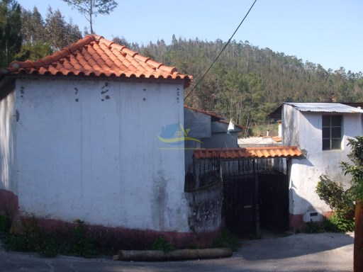 Cottage sited in quiet village close to the town of Miranda do Corvo.  | 2 Bedrooms