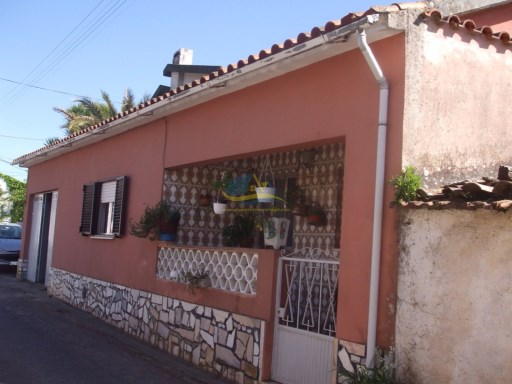 3 bedroomed property located in a small village near the town of Vila Nova de Poiares in the district of Coimba.  | 2 Bedrooms | 2WC