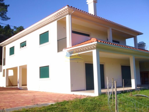 Spacious 4/5 bedroom detached property located in a quiet village just outside the town Ansião in the district of Leiria.  | 4 Bedrooms | 2WC