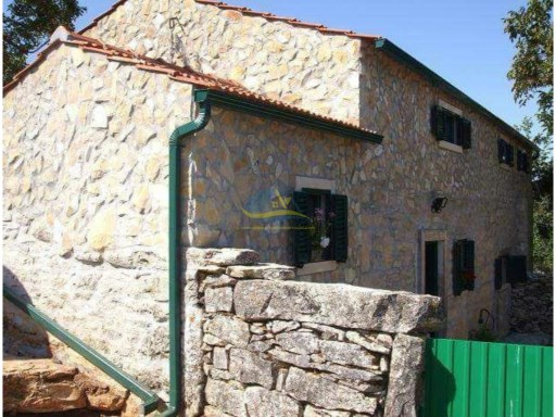 Recently renovated stone farmhouse with over 2000m2 land/garden. | 3 Bedrooms | 2WC