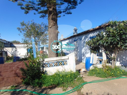 Country house to restore with land of 12,900m2 - 360º