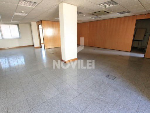 With 147m2 Office located in the 2000 building, Centre of Leiria |
