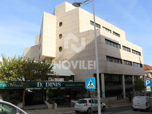 Office c/94 m2 divided into offices, located in the Centre of Leiria at the historic area. |