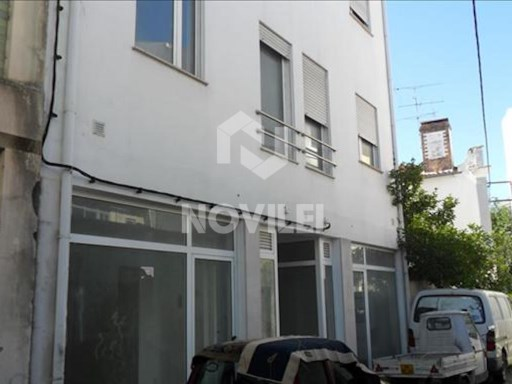 Office/Atelier with 53 m ² located in the center of the city of Pombal. |