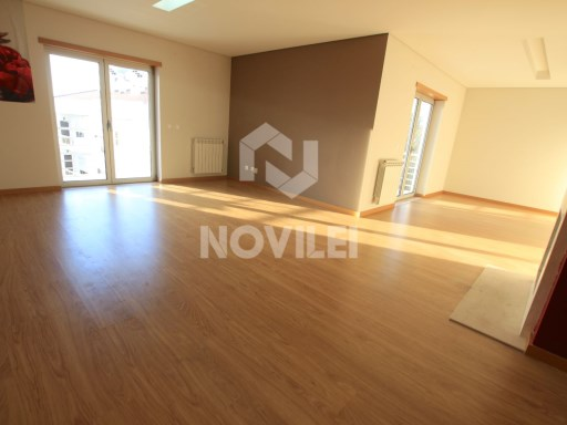 Apartment Duplex with pedestrian access to the central city of Leiria | 3 Bedrooms + 1 Interior Bedroom | 3WC