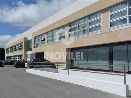 Office with five feet six inches ², located in the industrial zone at the entrance to the city of Marinha Grande |