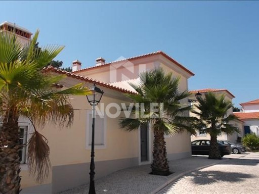 2 bedroom townhouse in gated community in praia D'El Rey | 2 Bedrooms | 1WC