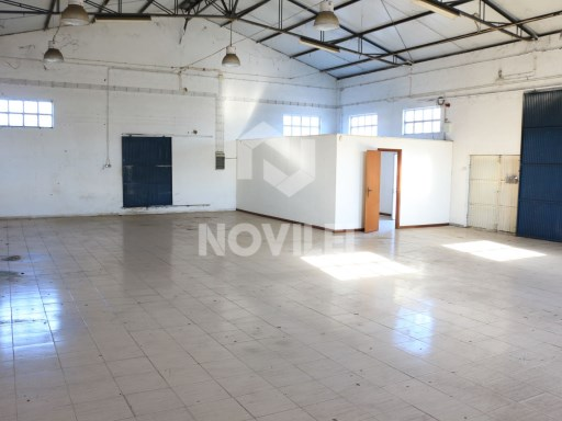 Warehouse with 192m2 in a 661m2 ground in the Mills, Barosa Leiria |