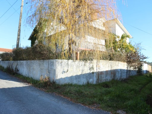 Detached house 3 bedrooms with 700 m 2 of land located in Maceira, Leiria. 100% Financed | 3 Bedrooms + 2 Interior Bedrooms | 2WC