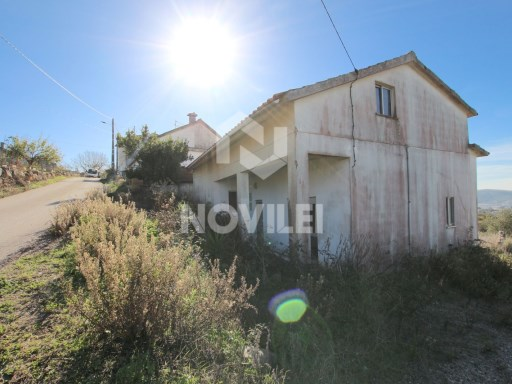 Detached house 4 inserted in the Natural Park of Serra de Aires and Candeeiros | 3 Bedrooms + 3 Interior Bedrooms | 3WC