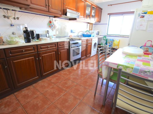 T3 DUPLEX FLAT || ALONG WITH TRADE AND SERVICES || LEIRIA | 3 Bedrooms + 1 Interior Bedroom | 2WC