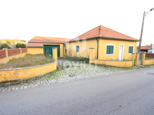 Detached house 2 bedrooms, lot with 968m2 of walled land | 2 Bedrooms + 1 Interior Bedroom | 2WC