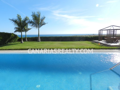 VIL_125. Amazing villa overlooking the sea! A few minutes to the beach and the golf course. Modernly decorated villa with a large garden, private pool, Jacuzzi and pool bar. | 7 Bedrooms | 4WC