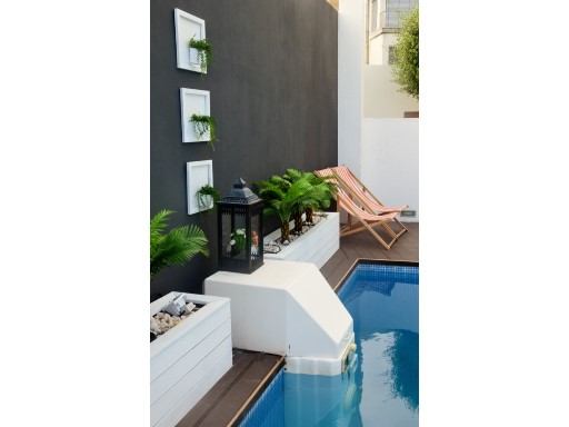 Terrace with swimming pool%10/38
