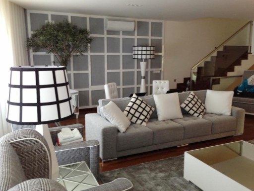 Living room with wall decorativa%7/47