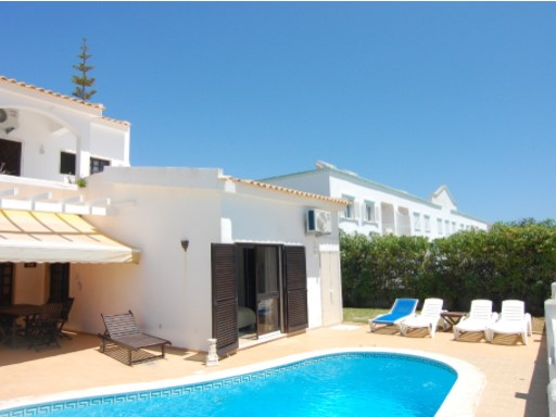 3 bedroom villa with swimming pool for sale in Galé, Albufeira%1/16