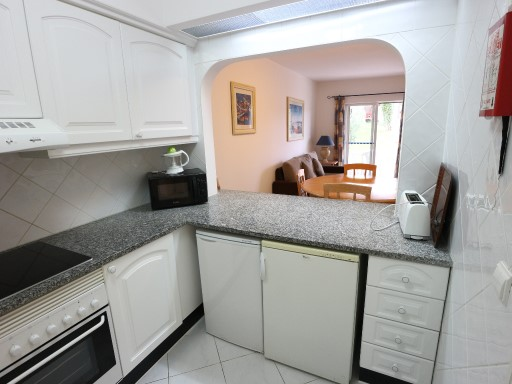 Buy 2 bedroom apartment with equipped kitchen in Albufeira%4/17
