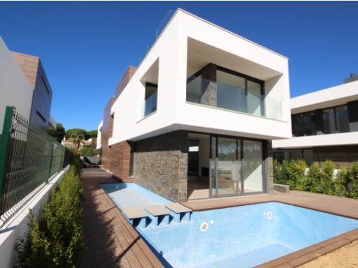 For sale 4 bedroom villa with pool in Albufeira +1%3/24