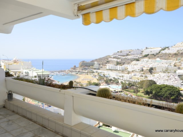 Property for sale in Puerto Rico, Gran Canaria, overlooking the sea.