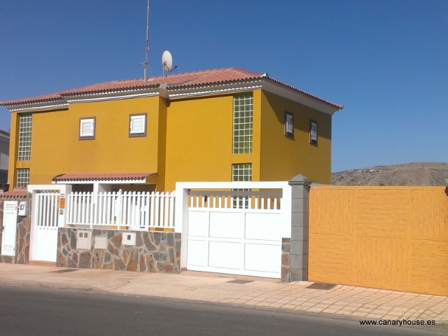 Property for sale in Arguineguin, Gran Canaria.