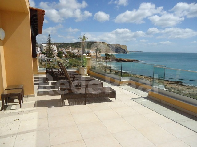 Spectacular 3 bedroom villa in Lagos, with jacuzzi and the seafront