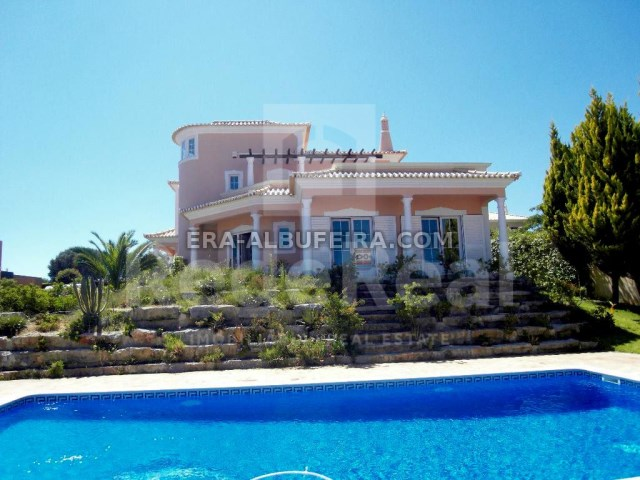 New Villa in Quarteira with garden, pool and garage, near the beach of Vale