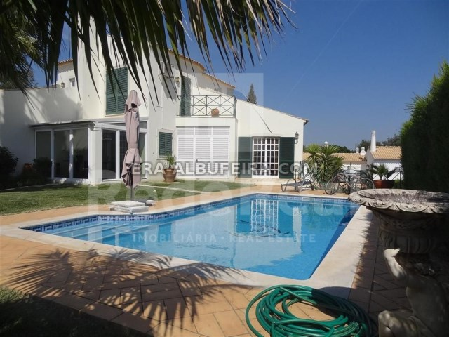 Villa with five bedrooms located near the best beaches of Albufeira