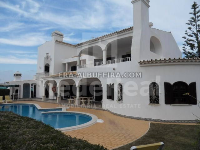 exterior of 6 bedroom pool villa in Albufeira, Algarve, Portugal