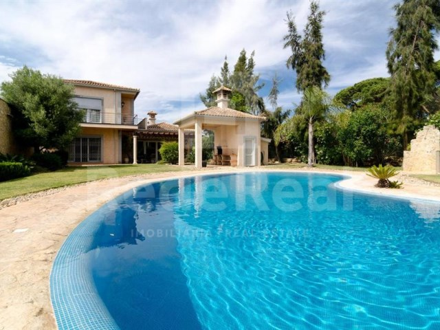 Swimming pool Luxury Villa T5 for sale in Algarve
