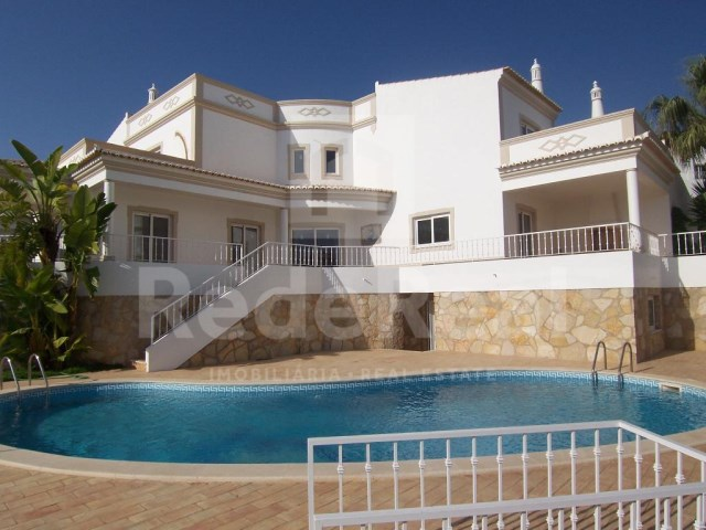 Housing overview-V4 Villa in privileged area of Albufeira