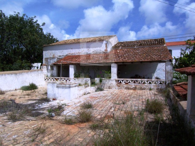 Typical House to remodel or rebuild in Albufeira