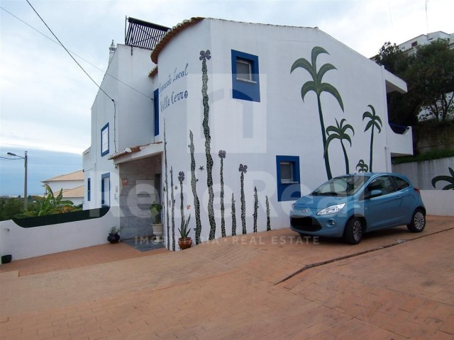 Villa with 10 Rooms for sale in Algarve