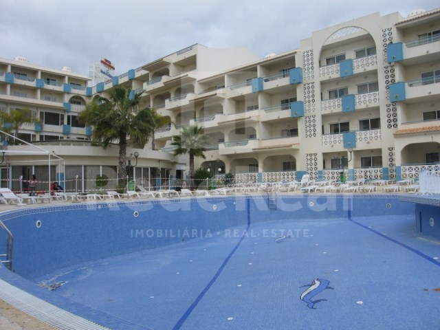 Studio pool in Albufeira in condominium with swimming pool