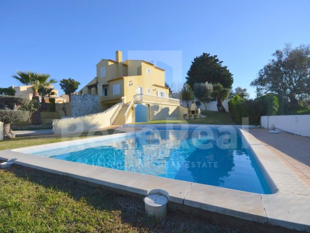 3 bedroom villa for sale in Albufeira-pool view