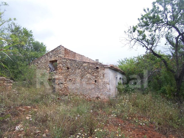 land with ruin in Paderne-Albufeira