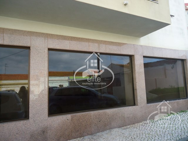 Shop with 225 m2, in the area of Hospital, Setubal |