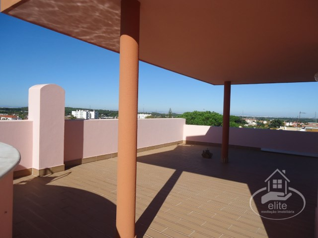 Fantastic 3 bedroom apartment with private panoramic terrace and garage, inserted in 'Terraços d'Arrábida' | 3 Habitaciones | 3WC
