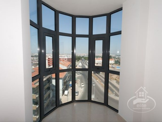 T4 in Amora, Seixal, funded 100% with Spread Reduced !!! | 4 Habitaciones | 4WC