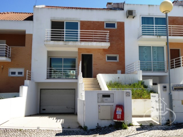 Excellent 3 bedroom villa in Sesimbra, with garage and garden | 3 Bedrooms | 4WC