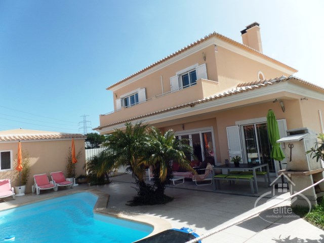 Excellent detached house with swimming pool in Setúbal. | 4 Bedrooms | 3WC