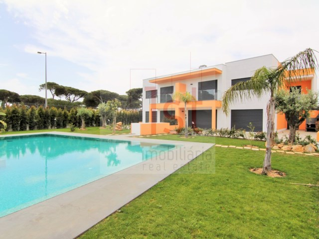 5 bedroom Villa with 250m2 in a condo - Bicuda/Cascais