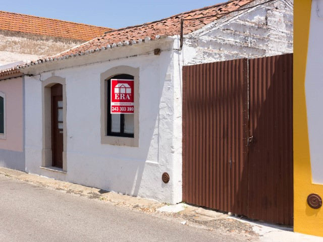 House 2 bedrooms, Patio and Appendix Alpiarça, Centre for sale