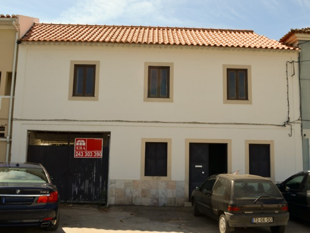 House 3 bedrooms, Garage, cellar and Ground, in the Centre of the village of Tremês, for sale