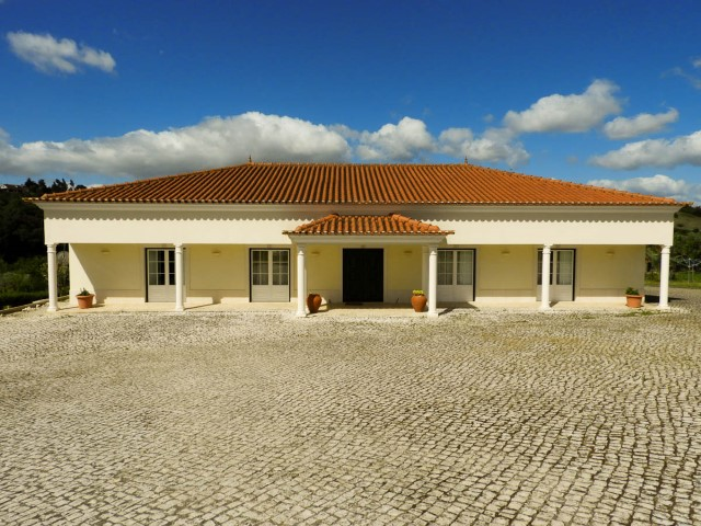 House 3 bedrooms Semi-New, high-quality Finishes and beautiful view, near Santarém, for sale