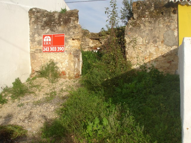 Ruin near Santarém with fabulous view of the field